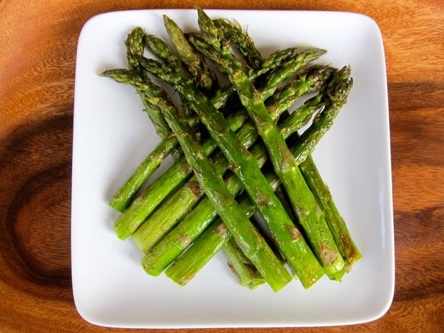 Oven Roasted Asparagus - How to roast asparagus in the oven, fast and easy recipe with delicious results. Best way to prepare asparagus. Kosher, Vegan, Gluten Free.
