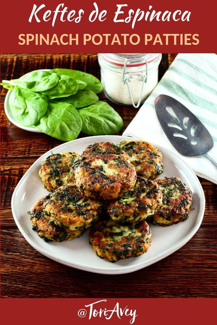 Keftes de Espinaca - How to make Middle Eastern spinach keftes. Delicious fried patties vegetarian with spinach, mashed potatoes, egg and breadcrumbs. #keftes #patties #spinach #potatoes #hanukkah #middleeastern
