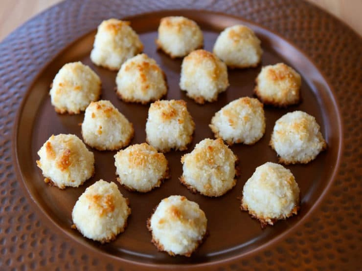 Lemony Almond Macaroons - Learn to make Lemony Almond Macaroons & learn the Italian history of macaroons. Inspired by Sephardic Jewish tradition. Kosher for Pesach, pareve.