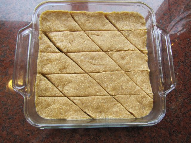 Tishpishti Sliced into diamond shapes.