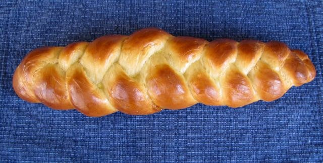 How to Braid Challah: Learn to Braid Like a Pro - Learn to braid challah dough, step-by-step pictures. Tutorial. 3 strand, 4 strand, 6 strand, turban round challah, linked loops, challah rolls.