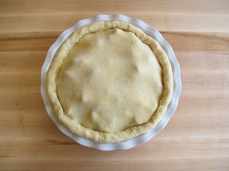 Pie crust with fully rolled edges.