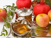 Rosh Hashanah Apples and Honey Cropped