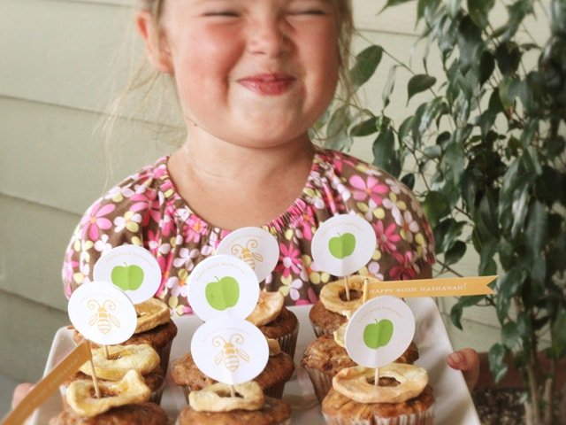 Honey Apple Cupcakes for Rosh Hashanah - Delicious High Holiday Cupcakes with Free Printable Decorations. Shana Tova!