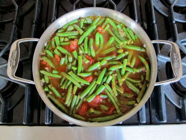 Water added to green beans in skillet.