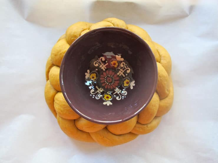 Decorative bowl set in center of challah circle.