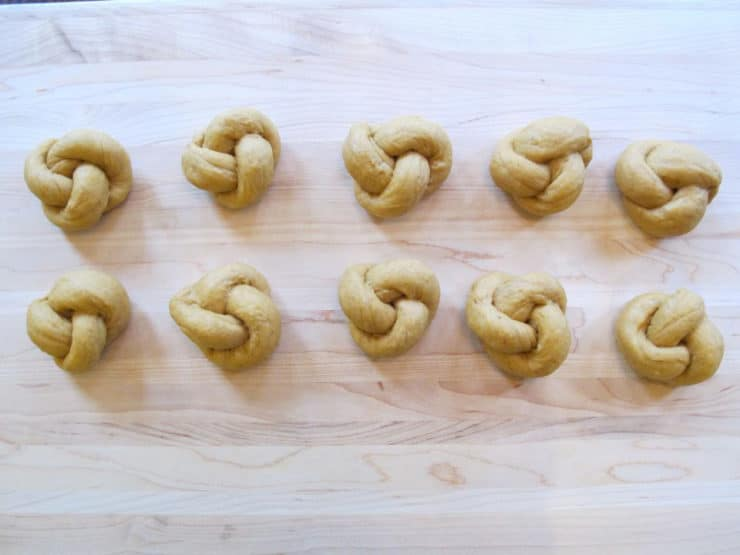 Challah rolls in knots.