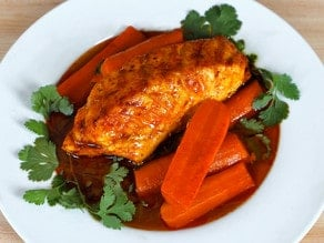 Smoked Paprika Fish with Carrots - Easy Healthy Dinner Recipe with Smoked Paprika, Turmeric, Carrots and Garlic.