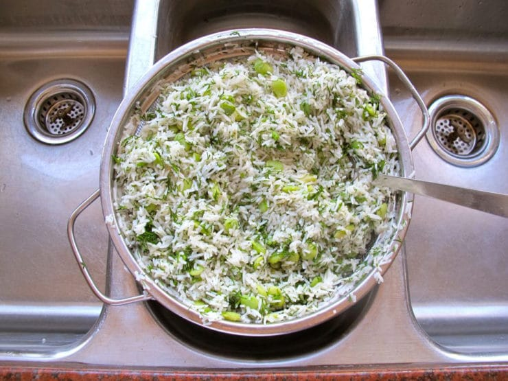 Draining cooked rice in a colander.