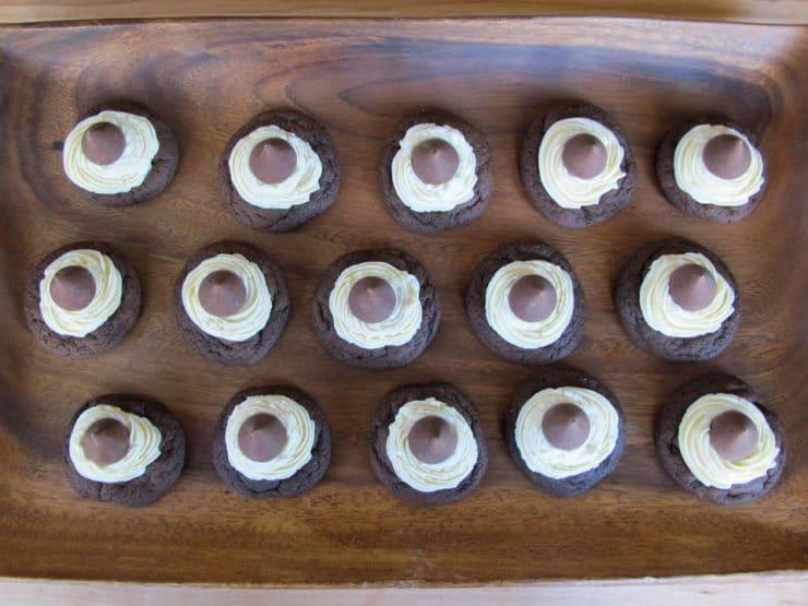 Hershey kisses pressed into mini cakes.