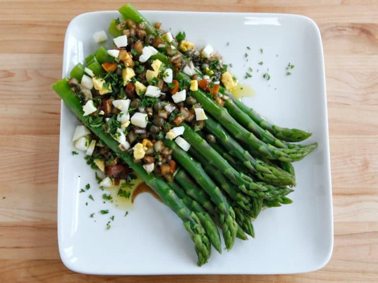 What Thomas Jefferson Ate: Marinated Poached Asparagus - Historical recipe from the City Tavern Cookbook. Asparagus dressed the French way- olive oil, red wine vinegar, hard cooked egg, capers, herbs.