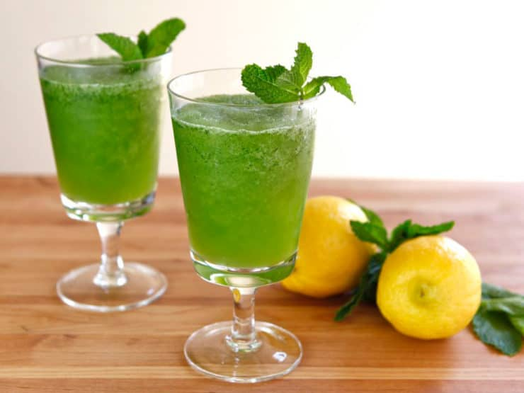 Limonana: Frozen Mint Lemonade - Recipe for a simple, sweet, refreshing Middle Eastern slushy drink with lemon and mint. Takes 5 minutes to make. Easy, vegan, kosher, pareve.