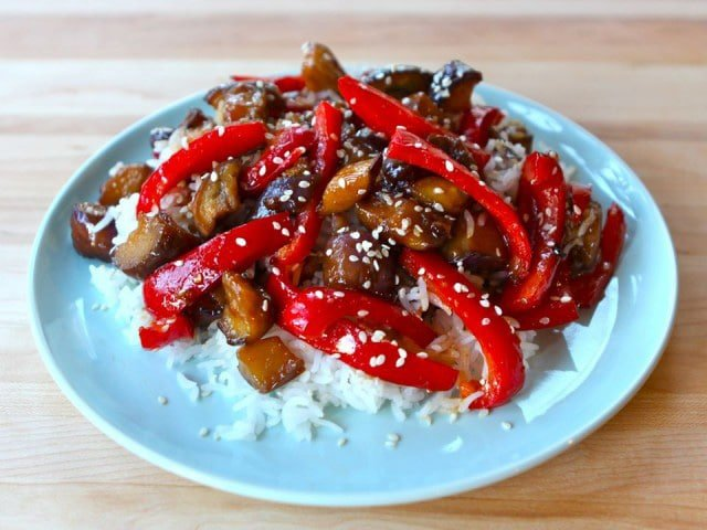 Sweet and Sour Eggplant - A simple Chinese-inspired recipe with eggplant, red peppers and sauce. Vegan, healthy, gluten free, dairy free, kosher, pareve.