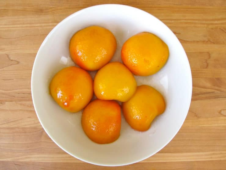 Peach halves in a bowl.