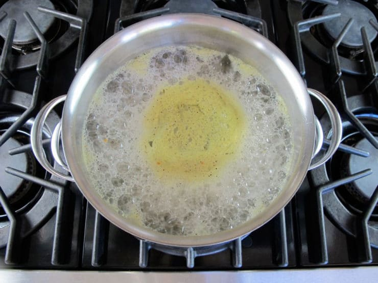 Cooking split peas in a stockpot.