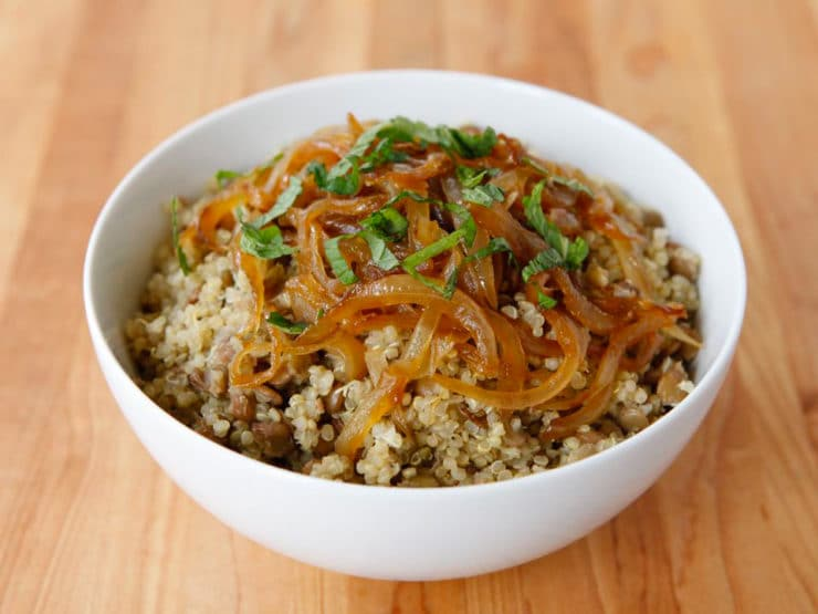 Quinoa Mujadara with Lentils and Caramelized Onions - Middle Eastern comfort food with a twist. Healthy, vegan, gluten free.
