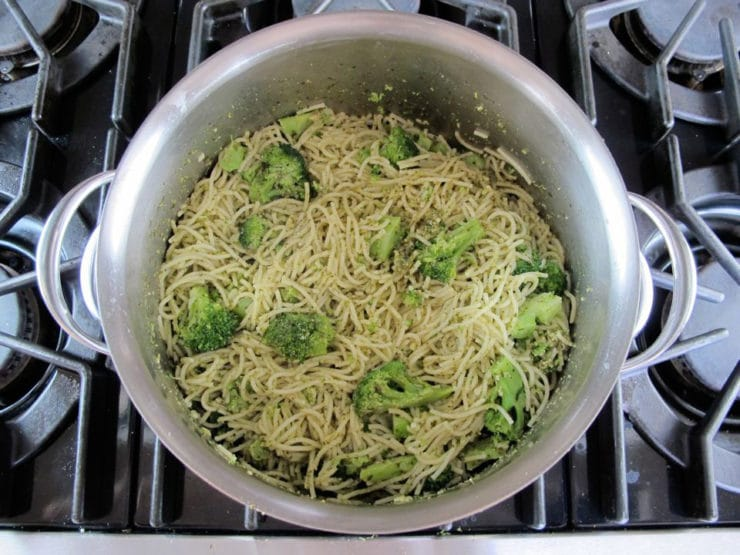 Broccoli Pesto Pasta - Easy Healthy Dinner Recipe