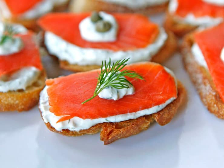 Hot Smoked Salmon Appetizer Smoked salmon crostini - easy