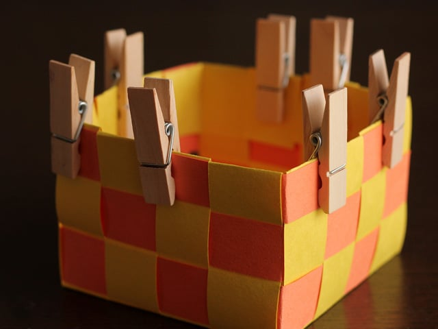 Homemade Mishloach Manot Baskets - Kids craft for Purim from Brenda Ponnay. Homemade woven paper Mishloach Manot baskets for Purim. Free printable Purim treat bag topper. Jewish craft, kids, family