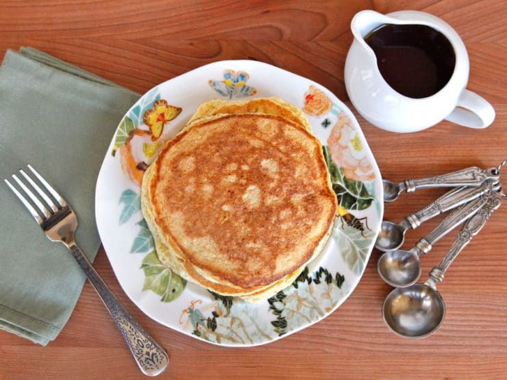 Bubaleh - This easy Passover pancake recipe has only 4 ingredients. Super easy to make and so yummy! Kosher for Passover, Jewish holiday
