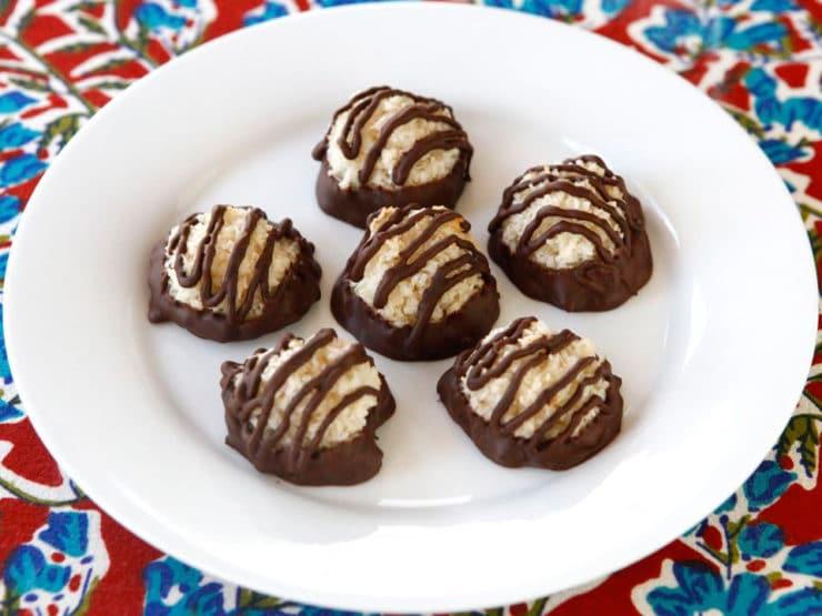 Dark Chocolate Dipped Coconut Macaroons - Learn to make beautiful coconut macaroons dipped and drizzled in dark chocolate. Easy recipe tutorial. Kosher, Pareve, Jewish Holiday, Passover