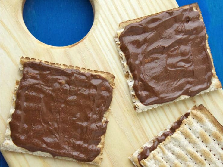 Faux Nutella Matzo Sandwiches - This simple nut-free Nutella recipe from Weelicious is great for kids with nut allergies or nut-free schools. Kosher for Sephardic Passover.