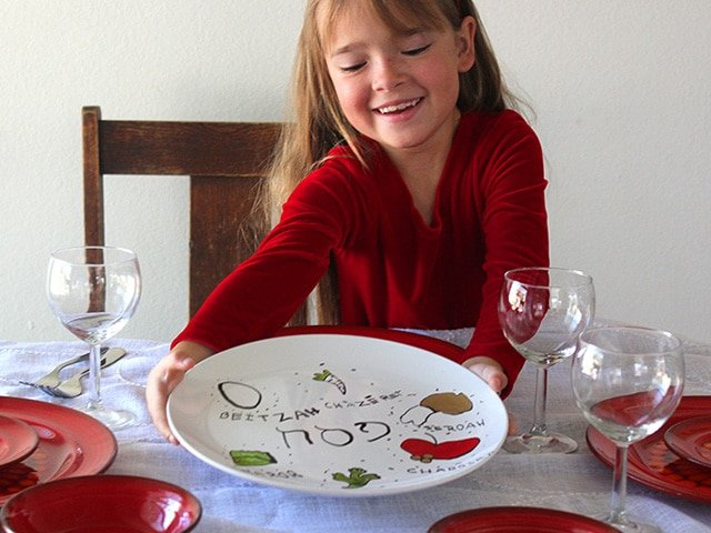 Homemade Seder Plates - Learn to make your own Seder plate at home using a plain white plate and nontoxic paint pens. Easy Jewish holiday craft for kids and family.