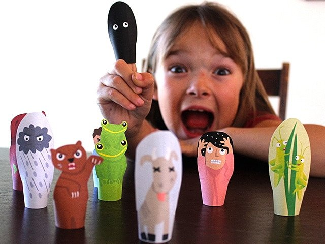 Passover Finger Puppets - Teach children about the Ten Plagues of Egypt with this free printable Passover craft for the Jewish holidays.