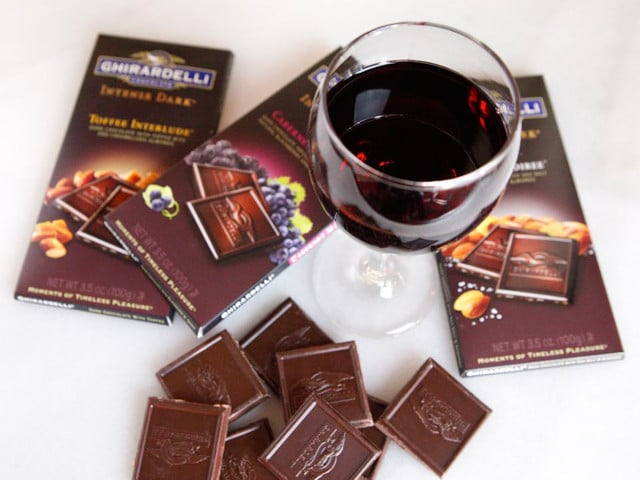 Escape with Ghiradelli Intense Dark - Pairing Chocolate and Wine #escapewithdarkchocolate @ghiradelli
