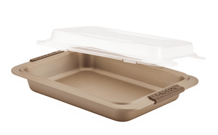 Bakeware - What Should I Buy? Learn which bakeware pans are used for which purposes and discover which best suits your individual needs. Browse splurges and bargains.