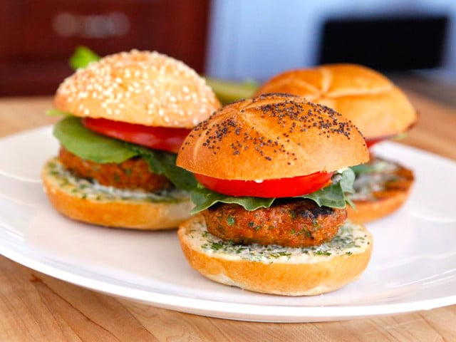 Spiced Up Turkey Burger with Lemon Herb Mayo | Tori Avey