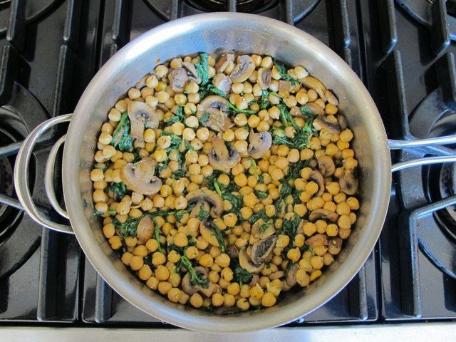 Chickpea, Mushroom and Spinach Sauté #healthy #vegan #recipe