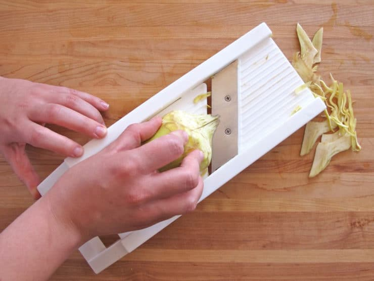 Preparing raw artichokes for salad simple tutorial for Kosher cleaning requirements