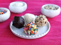 Old Fashioned Bon Bons on The History Kitchen #vintage #candy #recipe