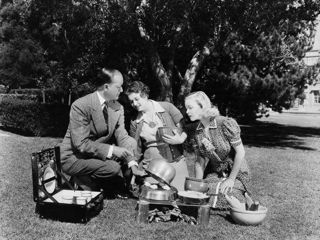 The History of Picnics & Vintage Blueberry Cake Recipe - Learn about the history of picnics and try a 1915 vintage picnic recipe for Blueberry Cake from Linda Hull Larned.