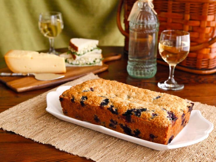 The History of Picnics & Vintage Blueberry Cake