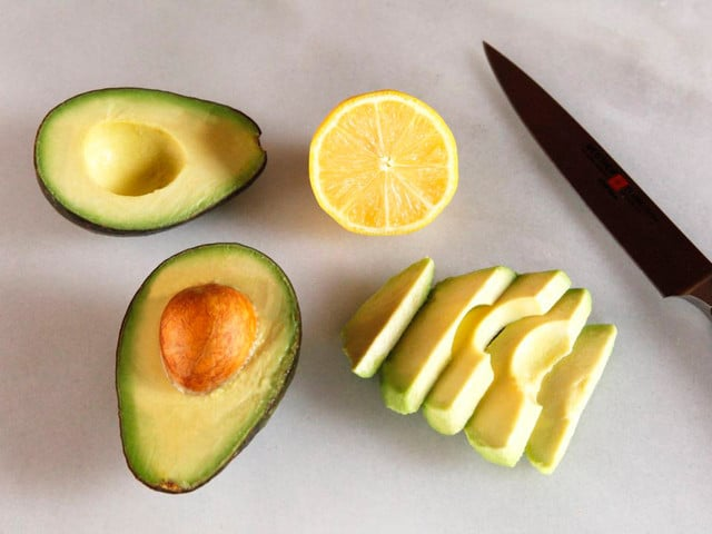 How to Slice an Avocado - Step-by-Step Photo Tutorial for Slicing and Peeling an Avocado