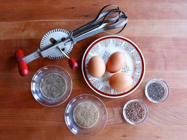 How to make a vegan egg substitute flax and chia eggs recipe - Alternative uses for eggs ...