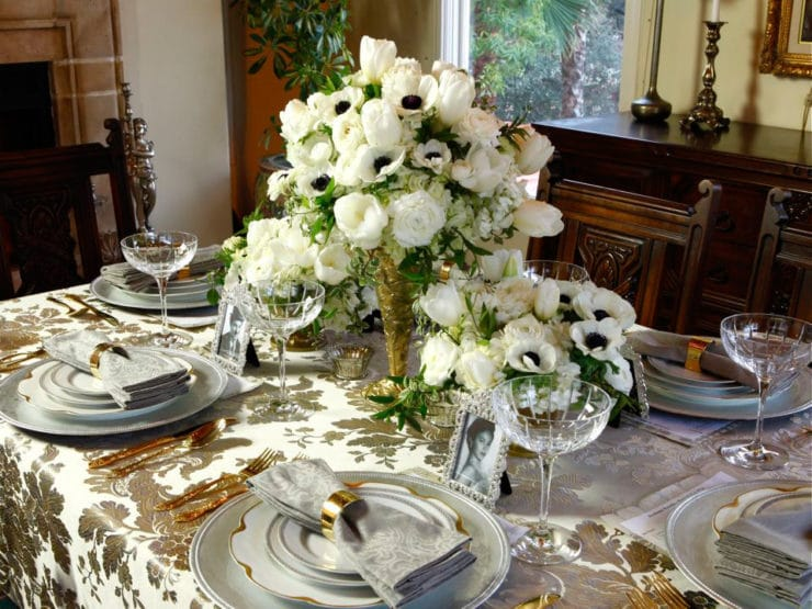 Golden Age of Hollywood Party - Party tablescape and floral design ideas for an elegant Oscar Party, Old Hollywood-themed wedding or a fabulous Birthday Soiree by Tori Avey.
