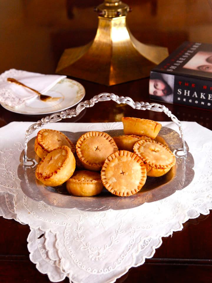 Shakespearean Cooking - Funeral Baked Meats, Elizabethan Era Meat Pies from Shakespeare's Hamlet on The History Kitchen