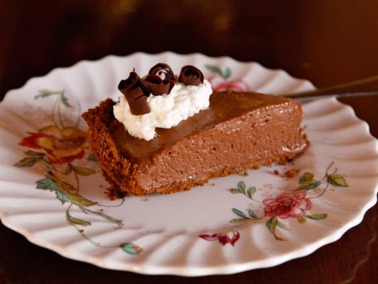 Coffee Mocha Pudding Icebox Pie - vintage recipe for a simple no-bake dessert with coffee ice cream, pudding and a chocolate cookie crust.