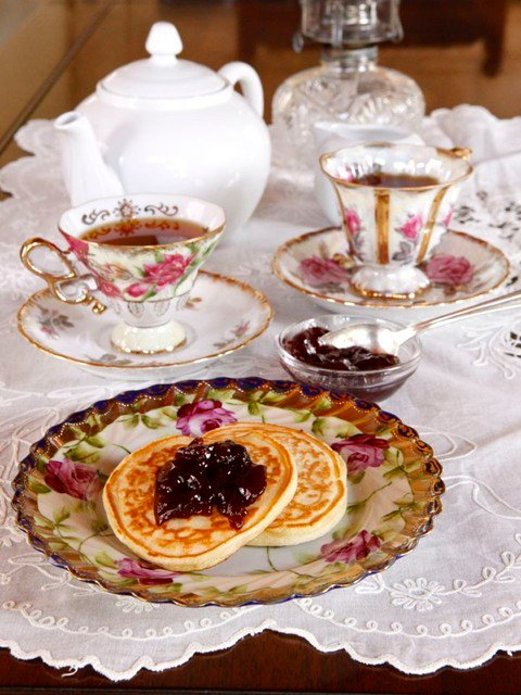 The Old Fashioned Way: Victoria's Favorite Pikelets - Old Fashioned Recipe for Edwardian Tea-Time Pancakes, known as Pikelets, from Sharon Biggs Waller's historical novel A Mad Wicked Folly.