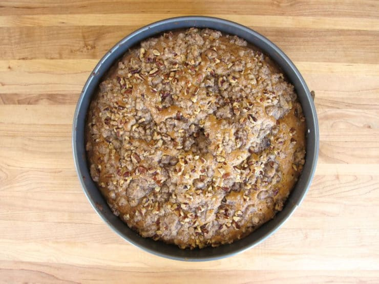 Round cake pan topped with streusel.