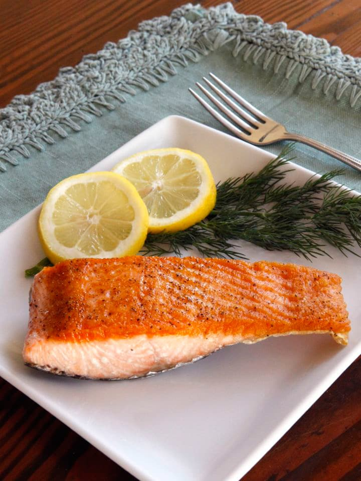 How long to cook salmon fillets in a pan