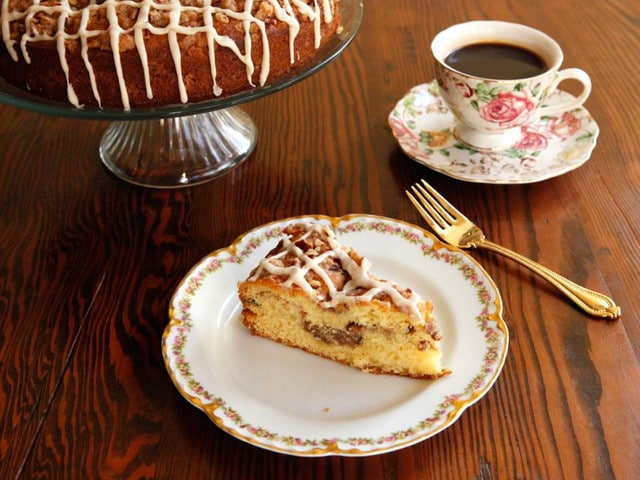 American Cakes: Sour Cream Coffeecake - The history of sour cream coffee cake and a traditional recipe for this beloved coffee-time treat from food historian Gil Marks.