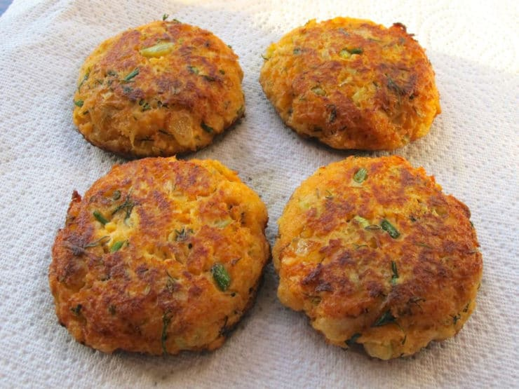 Salmon cakes draining on paper towels.