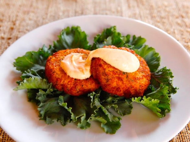 Sriracha Seared Salmon Cakes - Spicy, delicious salmon cake recipe with herbs, Greek yogurt and sriracha by Tori Avey.