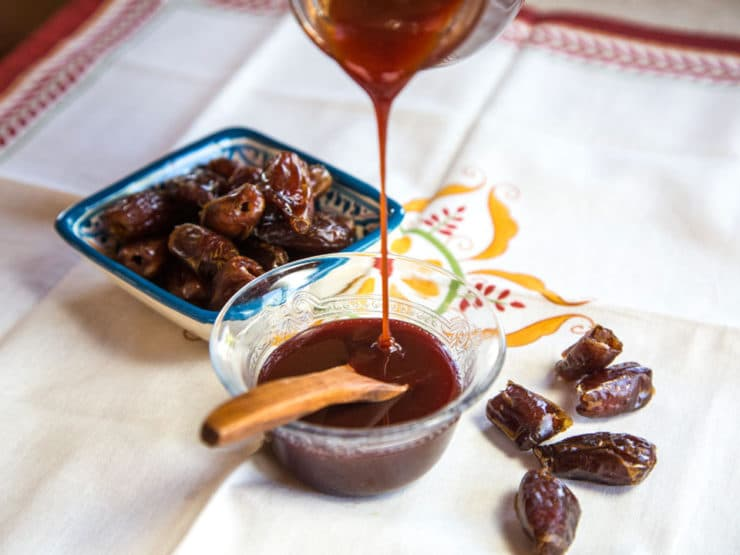 Date Honey Syrup - Recipe for Middle Eastern Date Honey, aka Silan - sweet condiment syrup made only of pure natural dates.