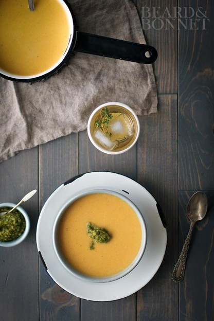 Cold Weather Soup Recipes for Winter and Fall - Warm and cozy soups for the cold winter months - delicious recipe roundup on ToriAvey.com