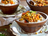 Vegan Hoppin' John Recipe - Meatless Version of a Southern Classic for the New Year, Rosh Hashanah on ToriAvey.com